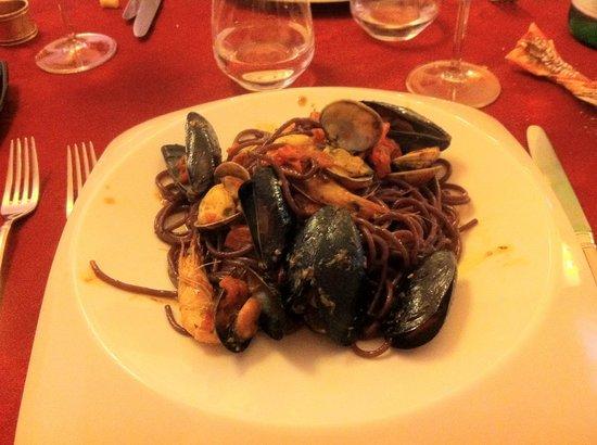 La Posata Di Federico II: Spaghetti al nero d'Avola