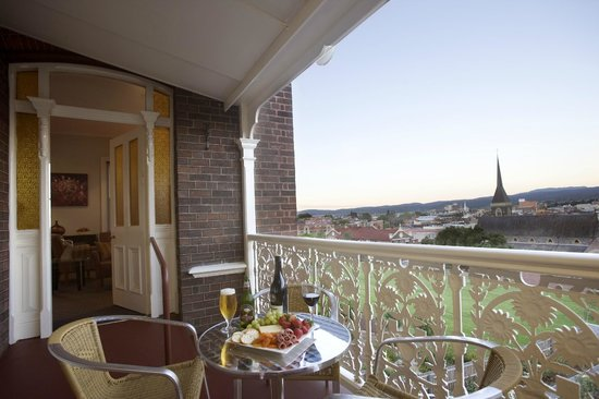 Auldington: Enjoy panoramic views accross CBD and East Launceston from hotel balcony