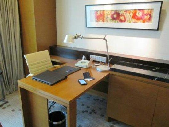 Radisson Blu Cebu: Desk and great internet connection