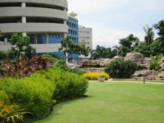 Radisson Blu Cebu : Lush and Green
