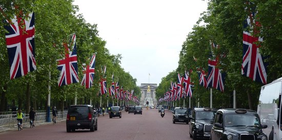 The Mall: View towards Buckingham Palace