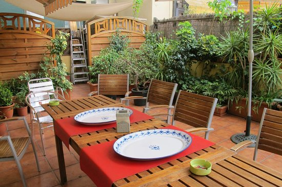 Barcelona Central Garden Hostel: Terrace.