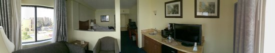 Best Western Cocoa Beach Hotel & Suites : Panoramic view towards the sleeping area (Junior Suite)
