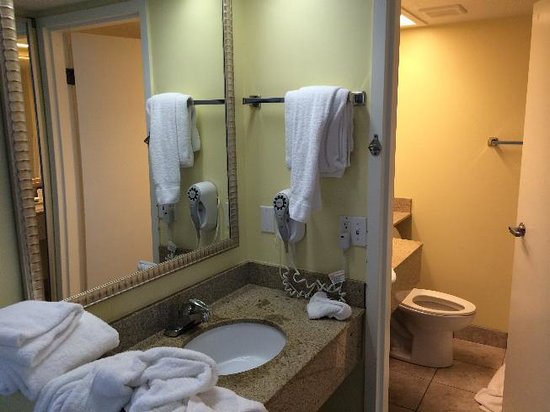 Best Western Cocoa Beach Hotel & Suites : Bathroom
