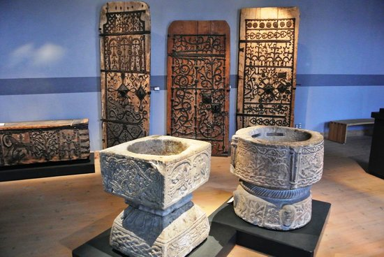 Musée de l'histoire de Suède : Historiska museet - Portali chiese e fonti battesimali