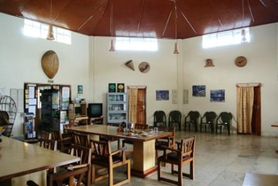 Cherrapunjee Holiday Resort: Lobby and restaurant area