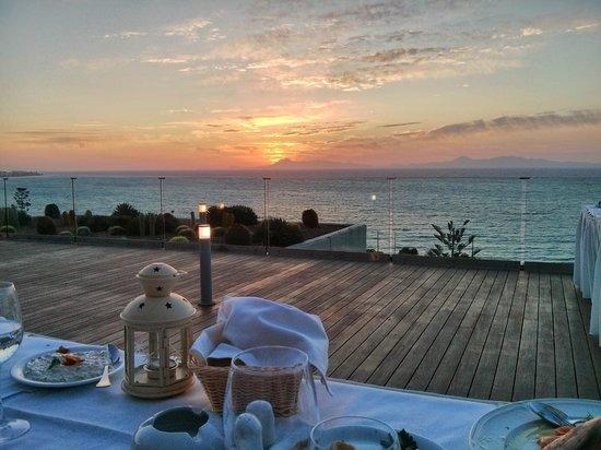 Sheraton Rhodes Resort: Abendessen und Blick vom Sonnendeck im Lobbybereich