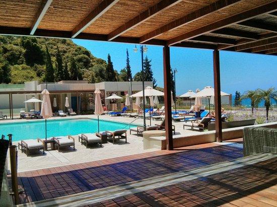 Sheraton Rhodes Resort: Barbereich am oberen Pool