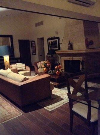 Sunny Dom Holiday Villa: cosy lounch