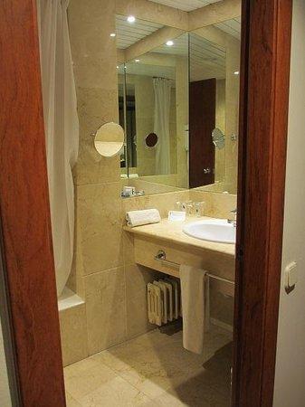 Don Candido Hotel: 浴室
