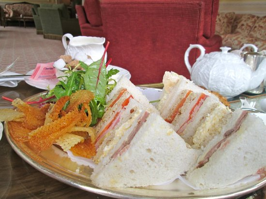 Inverlochy Castle Hotel : Sandwich with homemade crips, delicious