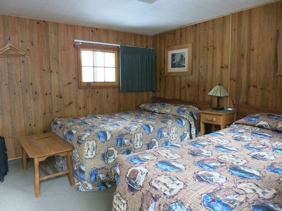Old Faithful Snow Lodge and Cabins : ツインのFrontier Cabin。