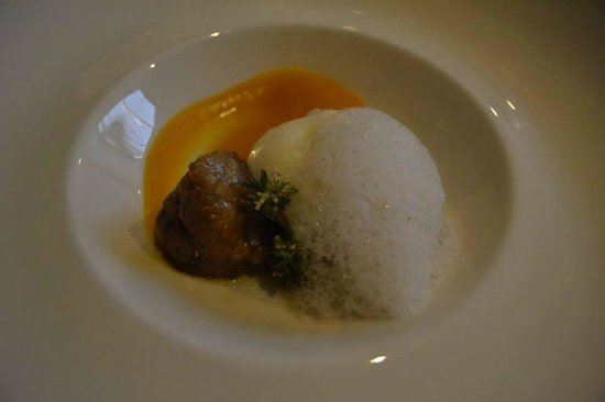 Restaurant Montiel: Sweetbreads with pumpkin puree and poached egg