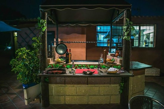 The Treehouse Bar & Grill: BBQ on the terrace