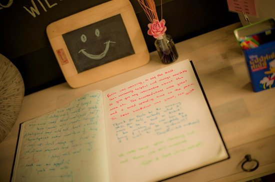 Baan Nampetch Hostel: Guest book