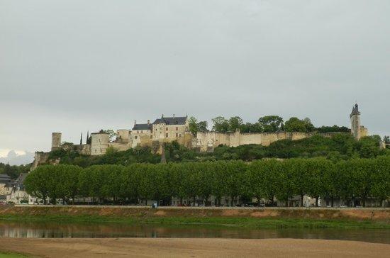 Forteresse royale de Chinon : Panorama del castello dalla Loira