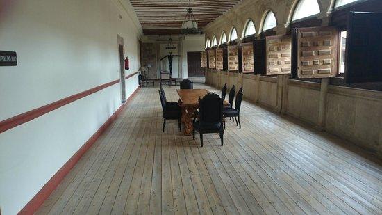 Hotel Real Monasterio de San Zoilo: Pasillos del hotel