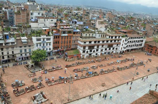 Basantapur Tower: Un petit marché artisanal, au pied de la tour.