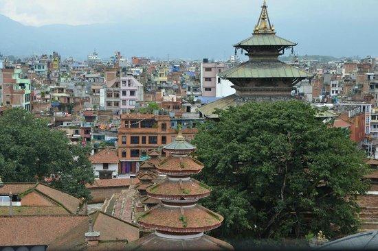 Basantapur Tower: Les batiments qui entournent la tour, vu de cette dernière.