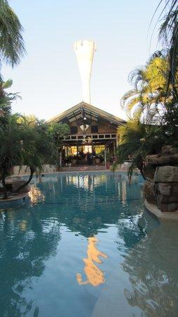 Mercure Darwin Airport Resort : tower reflection