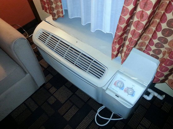 Quality Inn & Suites : A/c