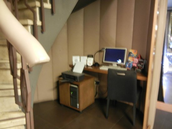 Wilson Boutique Hotel: Бизнес уголок на 1 этаже