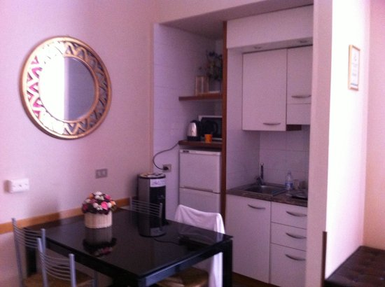 Residence & Hotel HOUSE Aramis Milan Downtown: Kitchen area