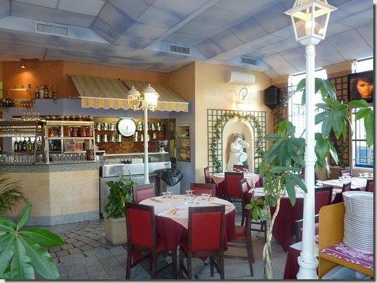 Creteil, Frankrike: Intérieur du restaurant