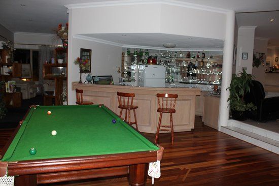 The Vines Avenue Guesthouse : Pool Table and Bar