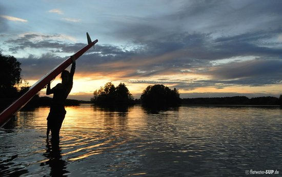 Flatwater SUP: Sonnenuntergangspaddel am Seehamer See