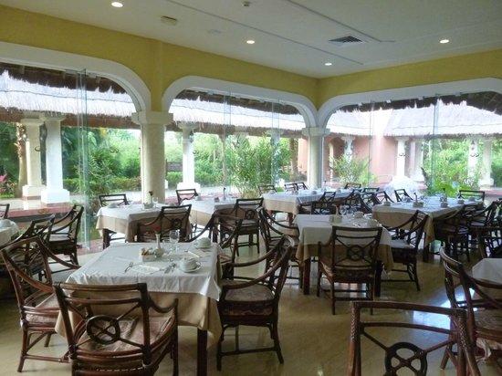 Grand Palladium Colonial Resort & Spa: Bufe