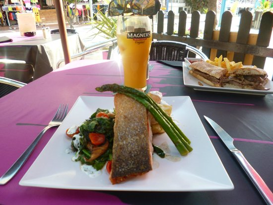 Relish Restaurant: Typical Meals, salmon and a roast beef baguette