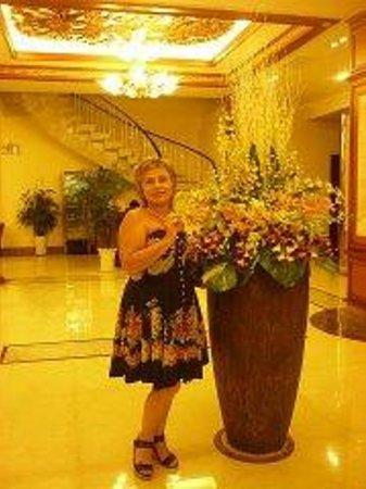 Huong Sen Hotel: Холл отеля.Орхидеи живые!