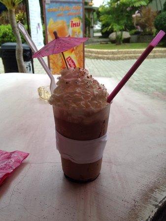 Phuket Zoo: Yummo Choc Shake from Canteen