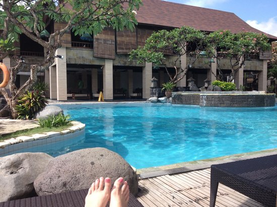 Grand Balisani Suites: Pool + swim up bar = bliss
