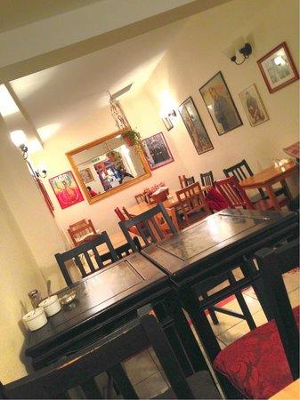 Gusto Cafe Deli: Interior