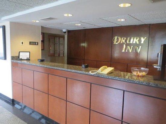 Drury Inn Mobile: Front Desk