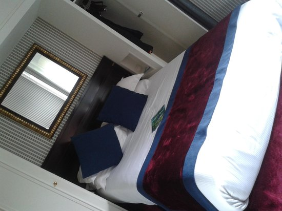 BEST WESTERN De Neuville : Bedroom