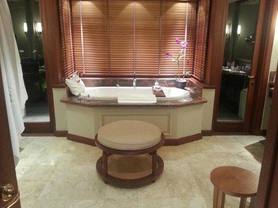 Constance Prince Maurice: bathroom in beachfront villa