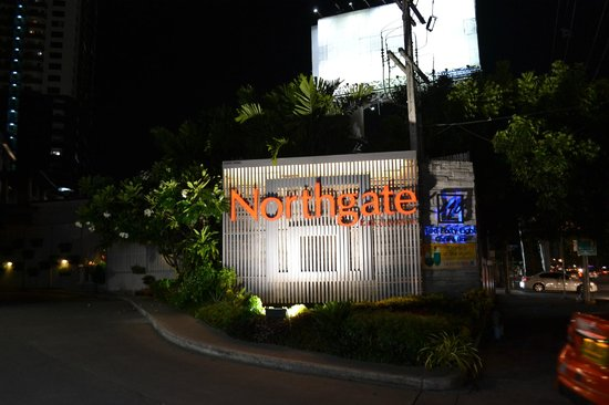 Northgate Ratchayothin: Sign in front of hotel