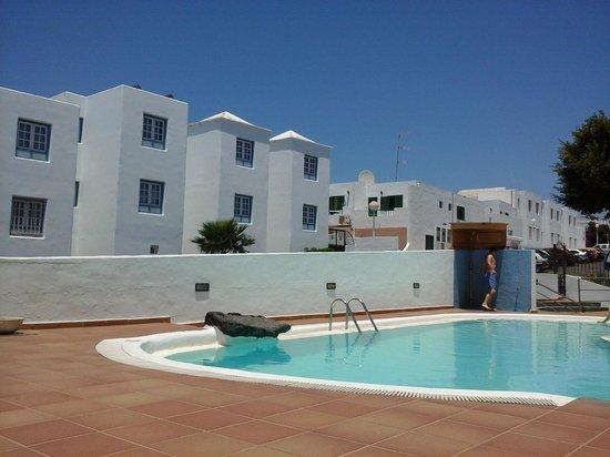 Apartamentos Isla de Lobos: poolside area
