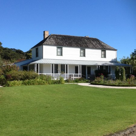 The Stone Store & Kemp House - Kerikeri Mission Station: This is Kemp house (oldest hse in NZ ) Next to S/house