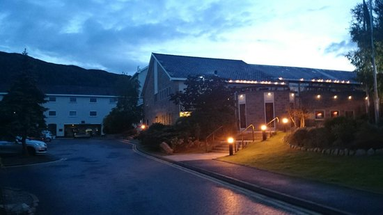 Macdonald Aviemore Hotel at Macdonald Aviemore Resort: Aspects/reception/bar at night time