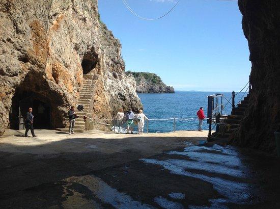 Gruta de la Esmeralda (Grotta dello Smeraldo): Landing stage at sea level