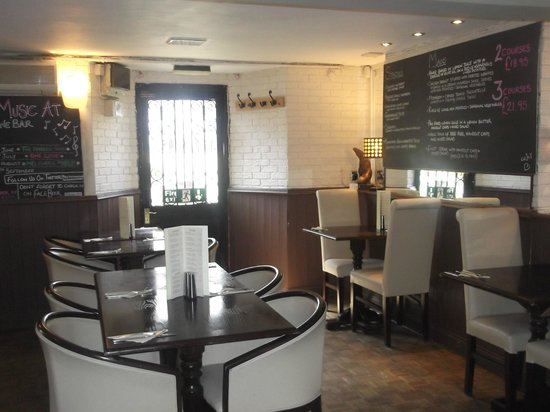 The Wine Bar: Light and airy Basement Restaurant area. Seating up to 22 people.