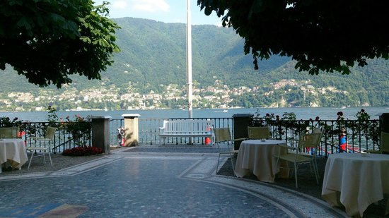 Villa d'Este : View from the terrace across the lake