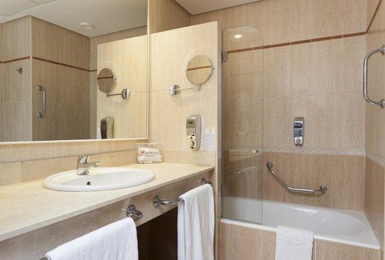 Globales Santa Lucia Hotel: Baño Habitación