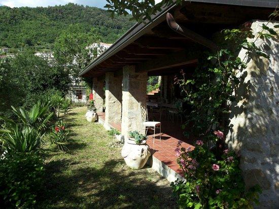 La Casa Di Lidia B&B: Una vista del portico