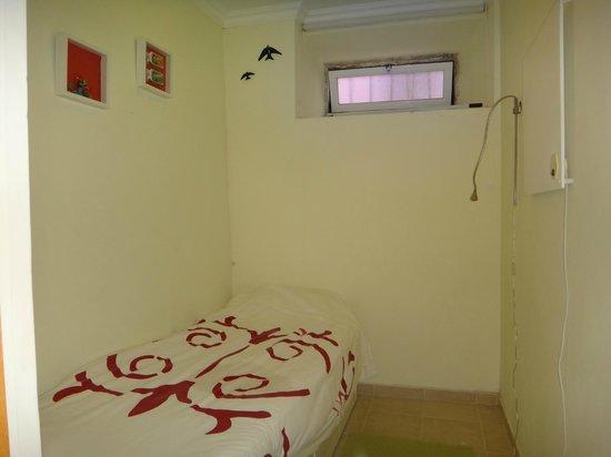 This is Lisbon Hostel : quarto solteiro