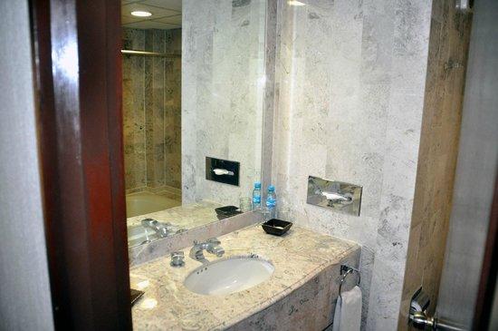 Hotel El Conquistador: Bathroom
